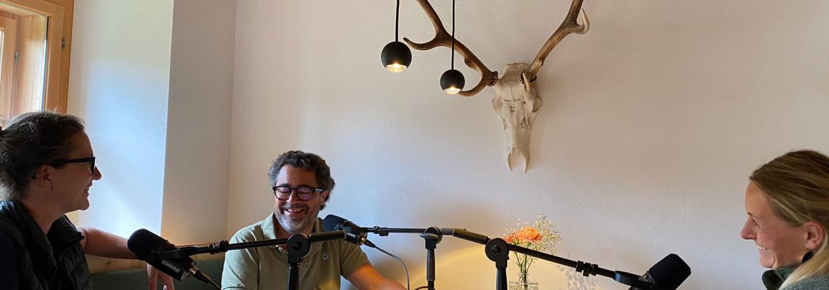 Corinna Knaller mit den Podcast Hosts